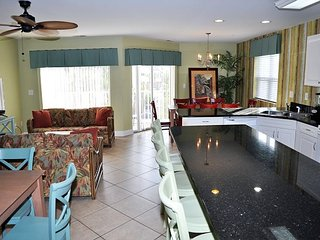 Incredible 8 Bedroom with 6 full bath. Pool, Jacuzzi and Grill sleeps 22