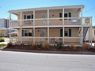 BEACH FANTASEA 4BR PRIVATE HOME 1 BLOCK OFF BEACH WALKING DISTANCE TO MAIN ST