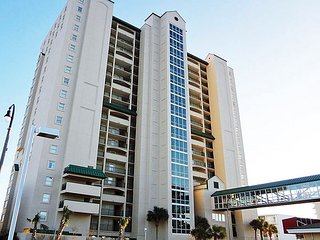 Luxury 4 bedroom, 3 bath oceanfront condo, Free Wi-Fi and great amenities