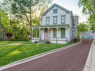 Five Bedroom Victorian Seasons Manor - The Gem of East Marion