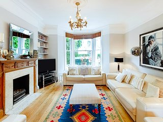 Stylish home for 8 w/garden Nr River Thames. Hyde Park 20mins.(Elizabeth Lytton)