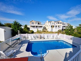 Pool & Hot Tub, 1 Min walk  to beach, 6 BR (4Mstrs+2BRS,1Den), 5.5 Baths,Pets Ok
