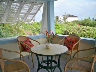 Seashells ocean view apt 2BR with A/C stay 7nts -10%