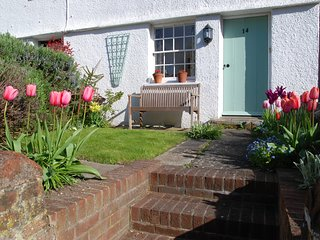 Rosebud Cottage in picturesque Steyning, West Sussex. 10 miles from Brighton