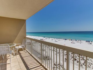Condo only moments from the beach with shared hot tub, pool, sauna, and more!