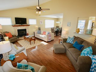 *4SeasonHaven*Steps2Beach*WiFi*Updated4BR2.5BA*OutdoorShower*2Balconies*Fireplac