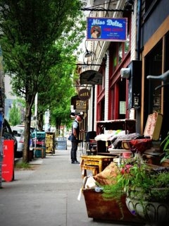 Great shopping and restaurants within walking distance