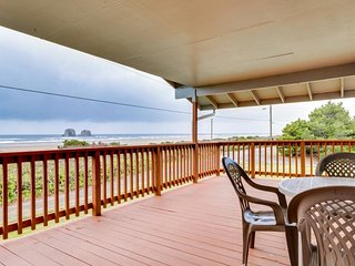 Dog-friendly oceanfront house with ocean views & entertainment - walk to beach!