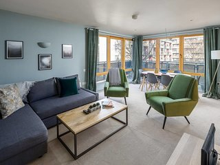 Chic Designer 2bed w/balcony 7mins to King's Cross