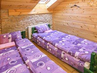 Yellow double room with shared bathroom