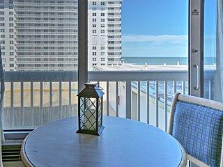 Cozy Beachfront Daytona Beach Condo w/ Pool Access