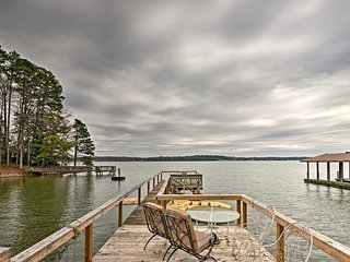 NEW! Cozy 1BR Lake Norman Apt w/Dock & Fire Pit!