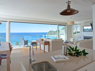 'Horizons' Whale Beach + Views from all levels