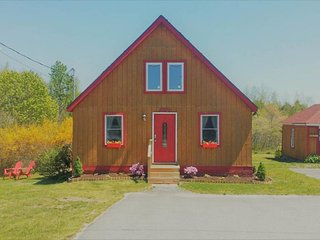 Cozy, cabin-style chalet w/modern conveniences - near harbor & Acadia Nat'l Park
