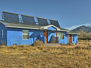NEW! 3BR Adobe Home w/Steam Room 5 Mi. from Taos!