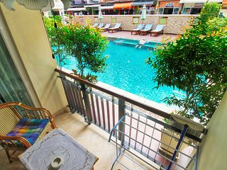 Direct Pool Access Apt. Nightlife and Family-Friendly next to Jomtien beach!