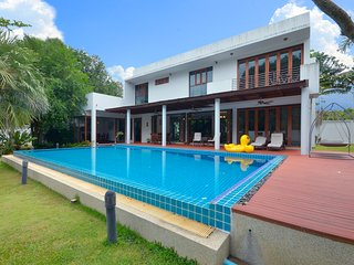 Luxury Pool Villa 100m to the Beach
