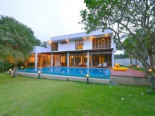 Luxury Pool Villa 100m to the Beach