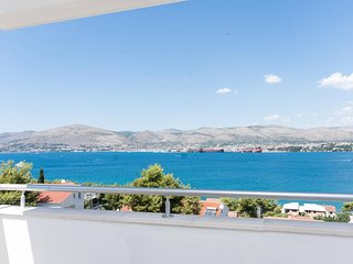 Sea view modern apartment for rent, Ciovo