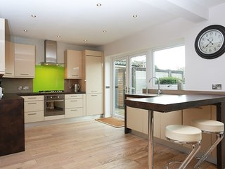 BOURNECOAST: STUNNING 4 BED FAMILY HOME - HB5166