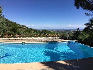 Villa avec vue splendide sur la mer et la montagne