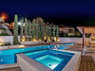 Seafront luxury villa with pool for rent , Milna