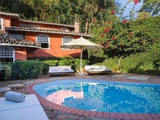 Casa espetacular com 7 suites em frente a Praia dos Ossos no Centro de Buzios.