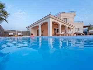 Karmilos Hill Villa with private pool and stunning view !