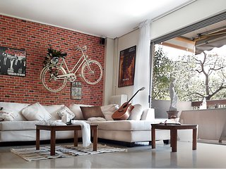 THE FAMOUS BIKE ON A WALL MUSIC AND MOVIE APARTMENT !!!