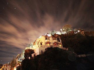 4BR Holiday Home over-looking Mussoorie with Home-Cook & Fireplace