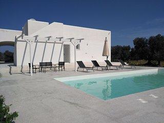Nuova e moderna villa con piscina