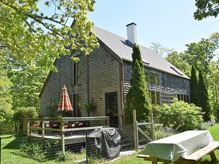 LEVYN - Lovely, bright summer get-away in ideal Edgartown setting