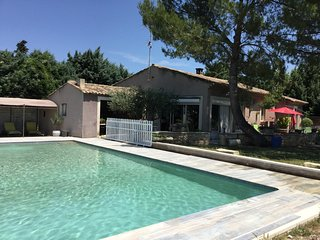 LS2-282 TRADICIOUN : Pretty house in the countryside of Cavaillon, sleeps 6.