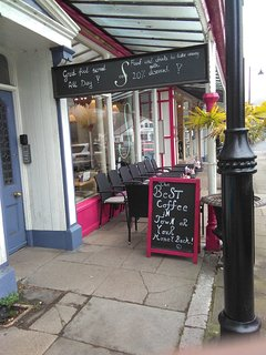 there's a choice of tea and coffee places in Grange, here on the parade near the station