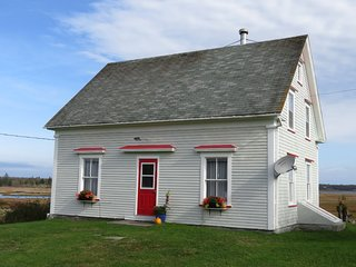 Reisk Croft Cottage - Oceanfront family friendly cottage