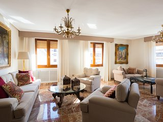 Catedral Cabildo. 5 bedrooms & free parking by the Cathedral
