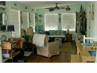 Perfect Surfside Location 1/2 Block to Beach, Boat Dock & Crabbing Nice Beach Vi