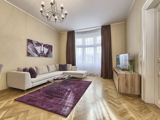 Spacious Three-Bedroom Apartment in the City Centre - Maiselova