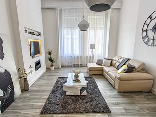In the center of Budapest with Internet, Air conditioning, Lift, Parking (848153