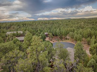 Spectacular Forest Views;Gated Bison Ridge Neighborhood; Dog-Friendly; FREE WIFI