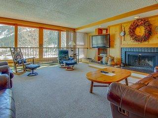 Summit County ski lodge w/slope view & resort pool & hot tub