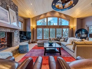 Gorgeous Peak 10 home with gas fireplaces, air hockey - Mountain Dream