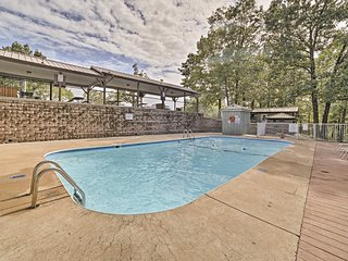 NEW! Cozy Reeds Spring Condo w/Deck & Pool Access!