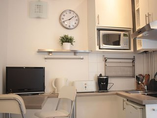 Studio Lautrec apartment in 18eme - Montmartre with WiFi.