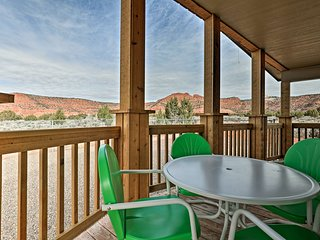Modern Kanab Home w/Deck & Yard- 40 Mins From Zion