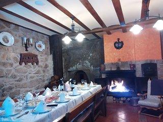 Casa de piedra con bodega ,aire acondicionado y wifi gratuito .