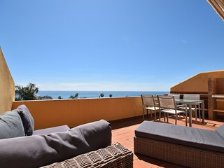 Modern beachside Penthouse with amazing sea views