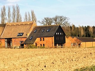 Thatched Barn - Luxurious Home near the Coast and Norwich with Gym and Snooker!