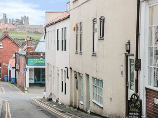 SEAHORSE, centre of Whitby, WiFi, dog-friendly, Ref 980191