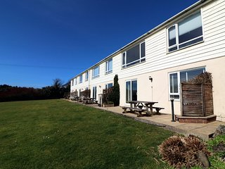 SKY SERENE, countryside views, shared garden, homely interior, in Bude